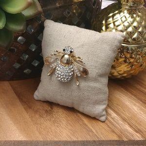 Big bold bumblebee brooch